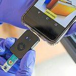 Чип выдает результаты теста COVID-19 на телефон за 55 минут